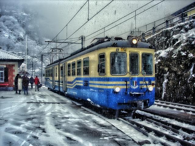 train-141680_640